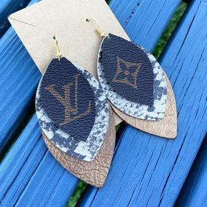 SOLD✨NEW✨Bronze Snakeskin Leather Earrings!